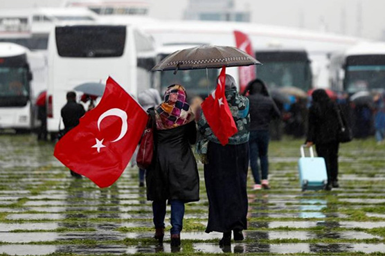 Bus convoy of 2,000 women heads to Syria for women's rights