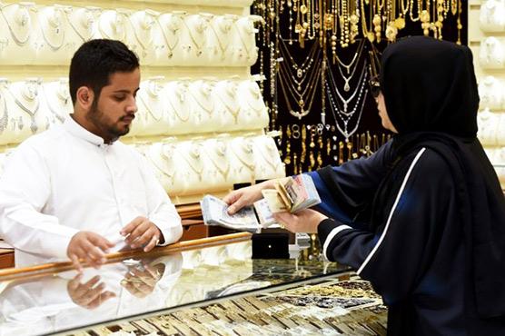 At Riyadh gold souk, 'Saudization' spells scarcity of salesmen