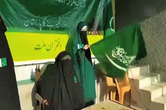 Kashmiri separatist Asiya Andrabi seen singing Pakistani national anthem