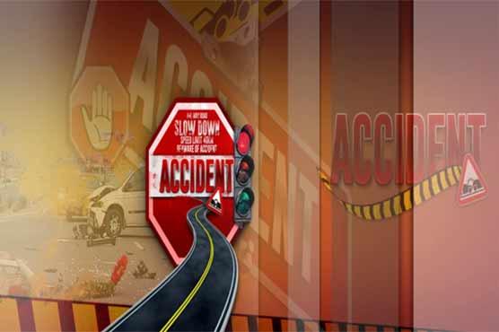Gujranwala: 7 injured in truck, loader van collision