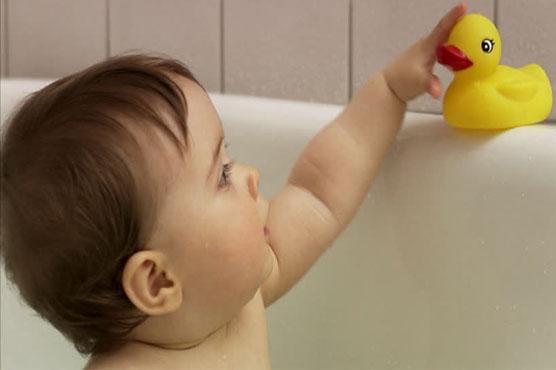 Yucky ducky? Study reveals bath-time toy\'s dirty secret - WeirdNews ...