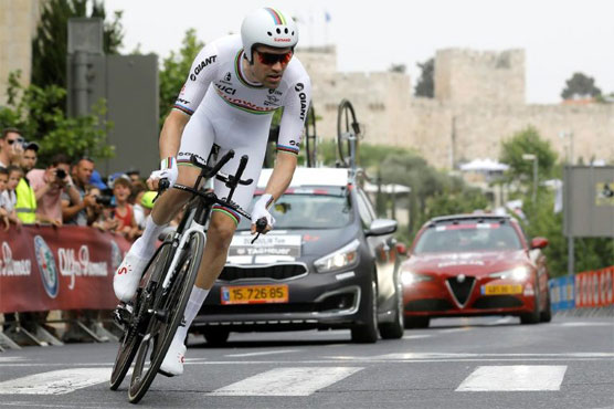 Italy's Elia Viviani wins the second stage after a thrilling final sprint