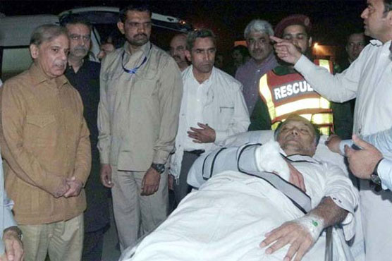 Pakistan minister shot in suspected assassination attempt