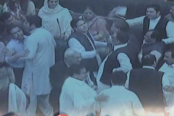 Altercation between PTI, PML-N lawmakers in PA session