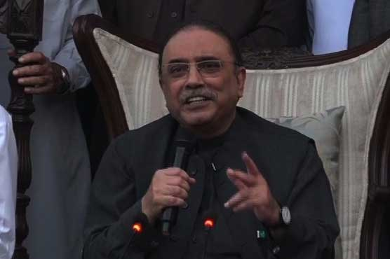 Zardari accuses Nawaz of being hand in glove with establishment