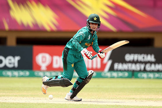 Mithali slams fifty as India thrashes Pakistan
