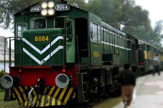 Zakariya Express collides with tractor trolley near Rahim Yar Khan