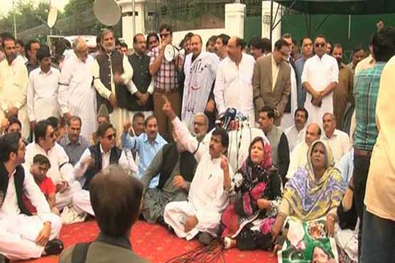 Opposition parties protest outside Punjab Assembly against Shehbaz's arrest
