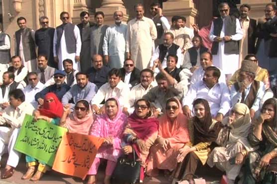 Opposition stages sit-in as suspended MPAs barred from entering Punjab Assembly