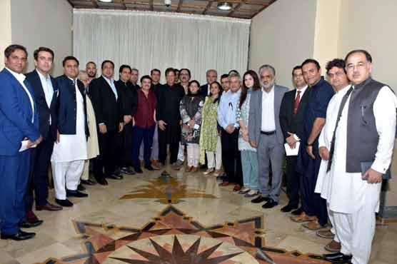 Imran Khan meets journalists: demands only three months before criticism