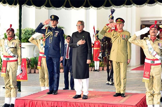President Arif Alvi receives guard of honour