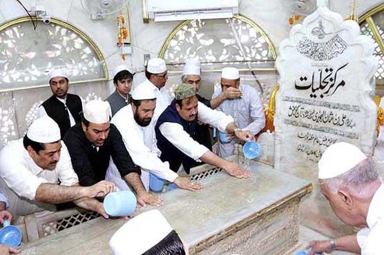 Punjab CM performs ghusal ceremony of shrine of Data Ganj Bakhsh