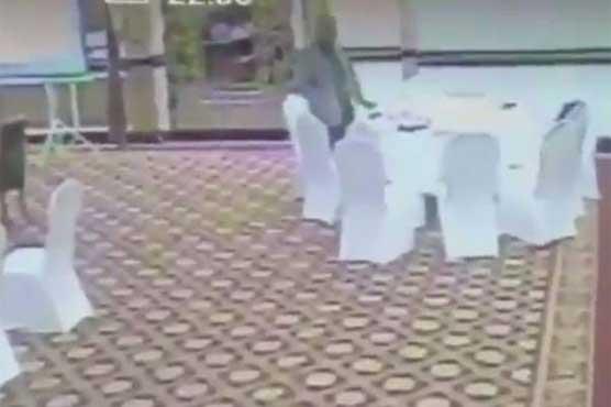 Bureaucrat who stole Kuwaiti moneybag on work sacked