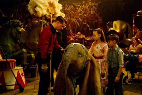 """484906 87641387 - اُڑنے والے ہاتھی کے شائقین مداح، فلم """"ڈمبو"""" باکس آفس پر چھا گئی"""