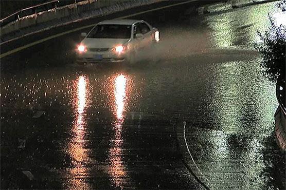 Light rain turns weather pleasant in Lahore