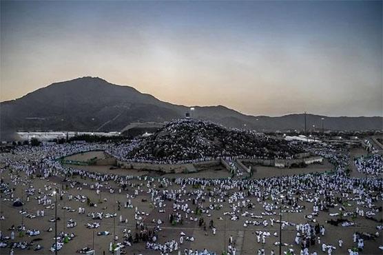 Pilgrims at Haj ascend Mount Arafat to atone for sins