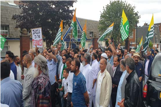 Kashmir issue : Thousands protest outside Indian Consulate in