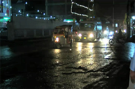 Light rain in Lahore turns weather cold