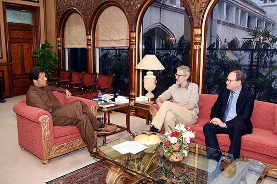 British HR lawyer, American law expert meet PM Imran, discusses HR violations in IOJK