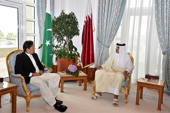 PM Khan discusses bilateral relations with Qatari Emir in Doha