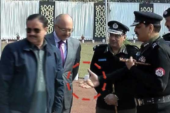 Punjab CM appears to ignore handshake request of Punjab IG
