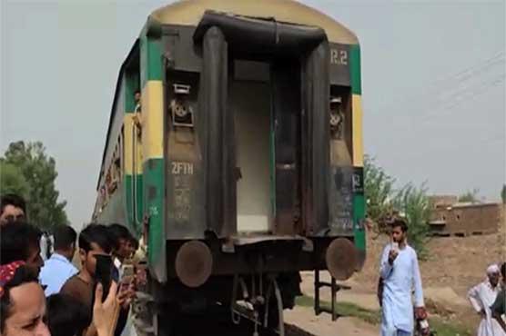 Khanewal: Seven bogies detach from Pakistan Express as joint breaks
