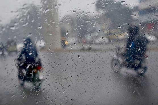 Heavy rain, gusty winds lash Lahore