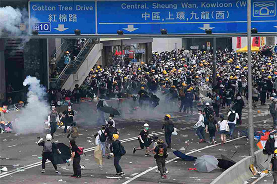 Police fire tear gas, rubber bullets at Hong Kongers
