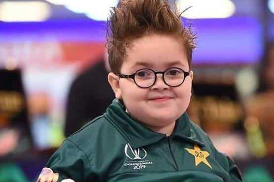 Cute Phatan kid Ahmad chants in support of Pakistani team