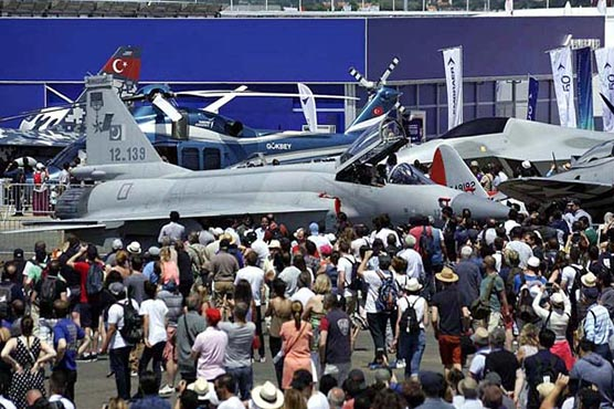 Hordes of aviation enthusiasts turn up to see JF-17 aerial display in Paris