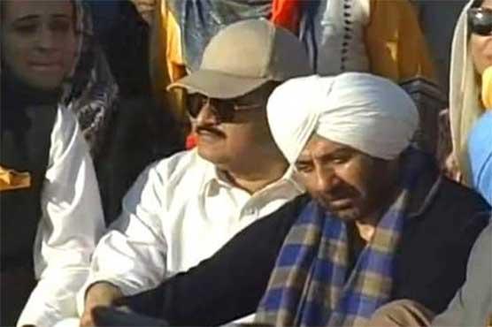 Kartarpur Corridor: Sunny Deol spotted with Usman Buzdar - Dunya News