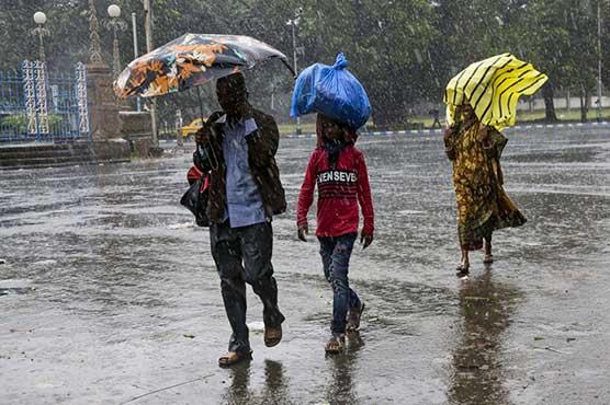 Cyclone kills at least 14 in India, Bangladesh