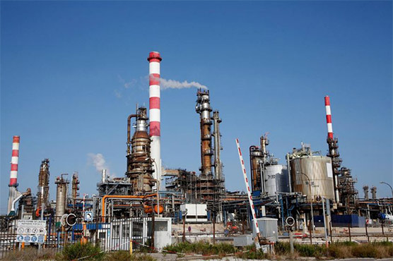 Oil prices rise on output cut hopes