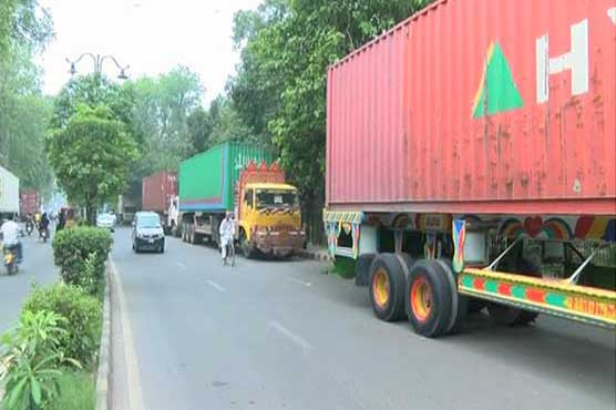 Islamabad police dispatch 400 containers to various places to block 'Azadi March'