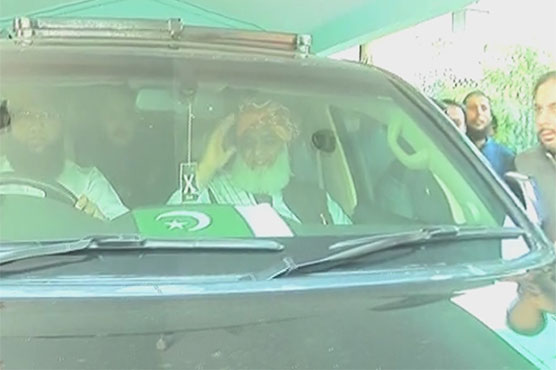 Fazl leads opposition's irresistible 'Azadi March' from Karachi