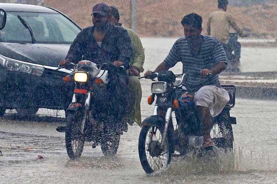 Rain lashes parts of Karachi