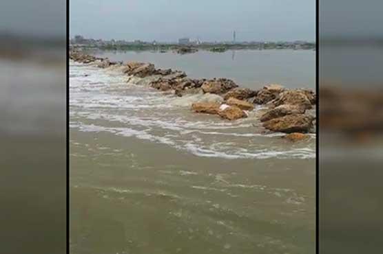 Karachi: Rainwater inundates Korangi Causeway road, suspends traffic flow