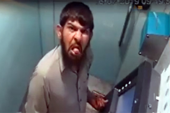 Pakistanis support Salahuddin by re-enacting his 'tongue' gesture in ATM