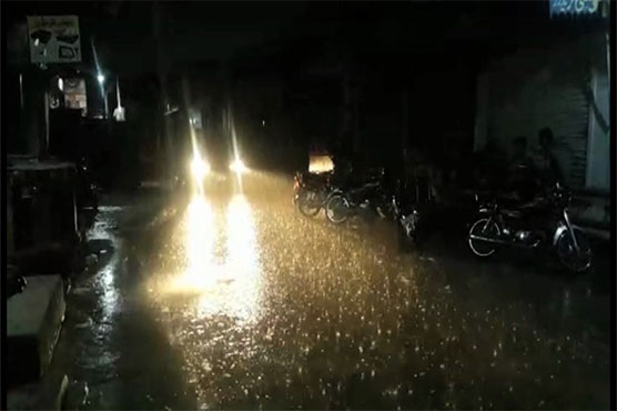 Heavy rain lashes Lahore, other parts of Punjab