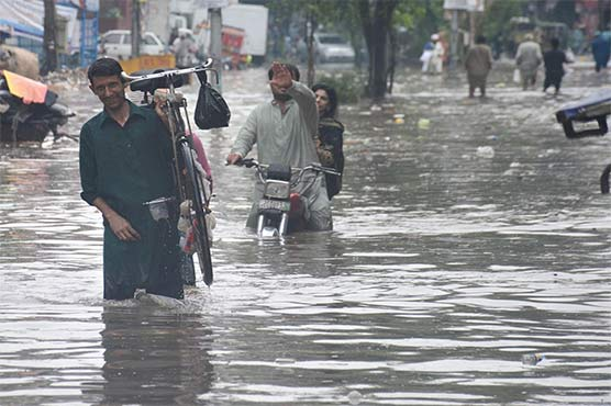 Intermittent rains inundate low-lying areas in Lahore
