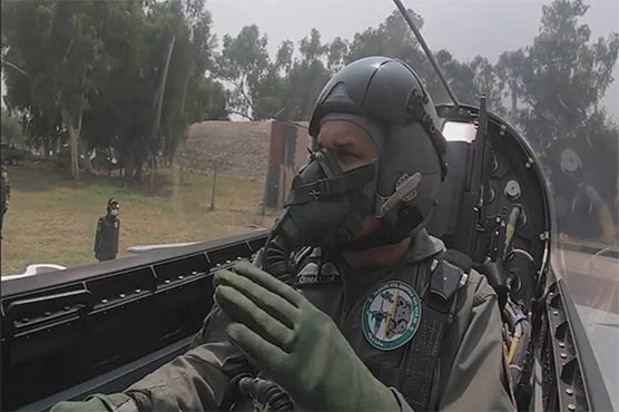 Air Chief takes part in operational training mission in JF-17B