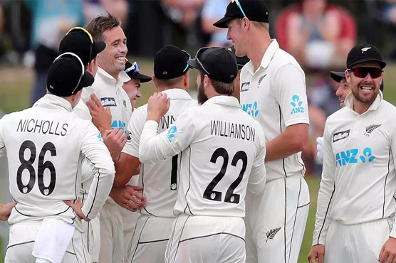 Boult, Southee strike as New Zealand put Pakistan on the ropes