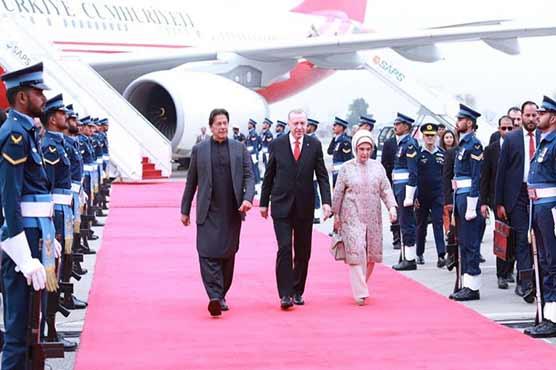 ترک صدر کی پاکستان آمد پر شاندار استقبال ، اعزاز میں گارڈ آف آنر پیش