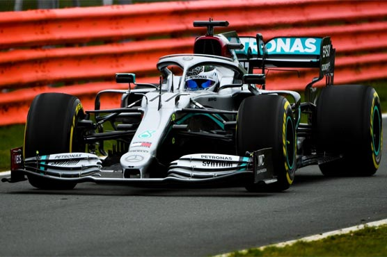 Hamilton sees young rivals' talk as sign of weakness
