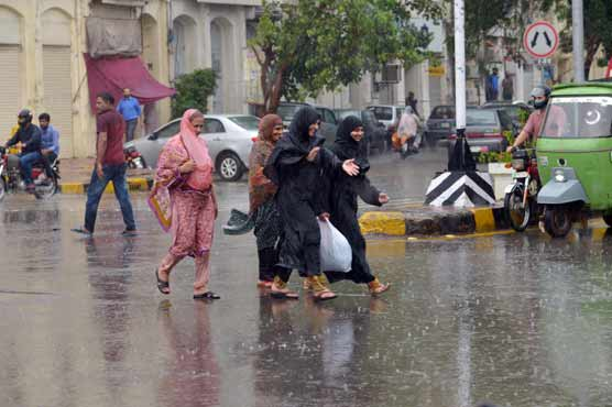 Strong winds, rain batters Lahore, other cities