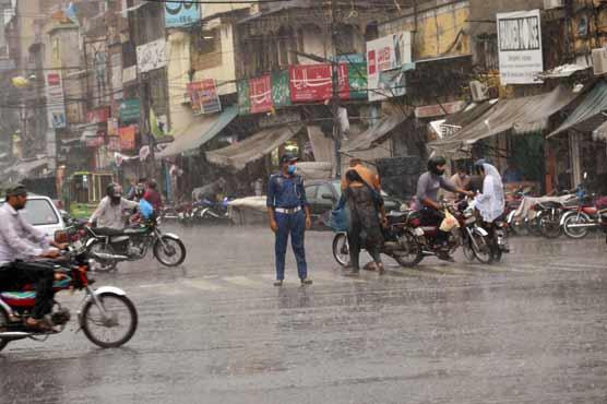 Rain turns weather pleasant in Lahore