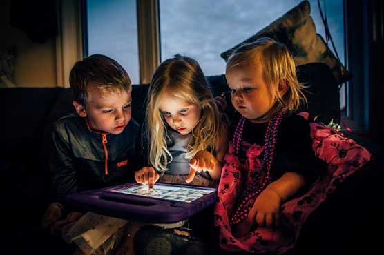 Children at risk as pandemic pushes them online warns UN agency