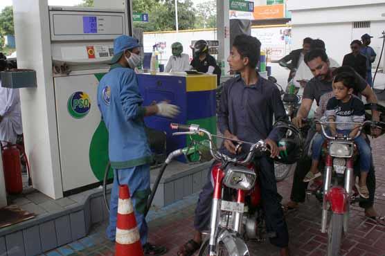 Govt cuts petrol price by Rs 7.6 per liter