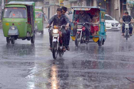 Rain, strong winds turn weather pleasant in Lahore, other cities