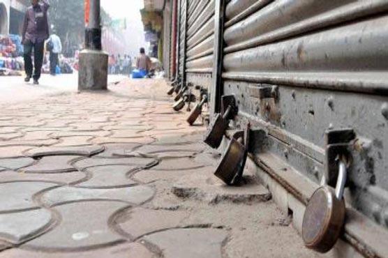 Karachi Police enforce SOPs amid spike in COVID-19 cases